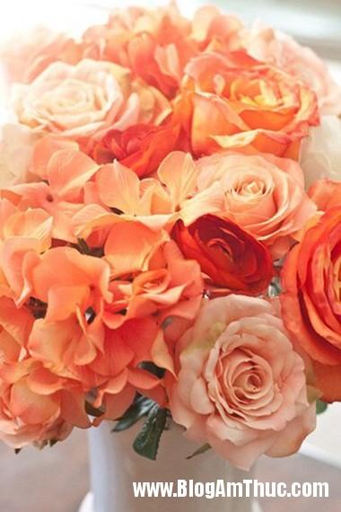 Binh hoa khoe sac ruc ro khong gian nha ban 6 Bình hoa tươi khoe sắc làm đẹp không gian ngôi nhà