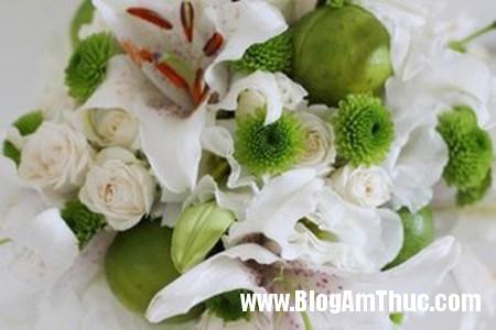 Binh hoa xen qua sung tuc dam am 6 Bình hoa quả xum xuê cho ngôi nhà đầm ấm