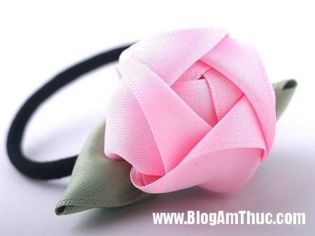 Trang tri day buoc toc cho be bang hoa ruy bang that xinh 11 Làm hoa ruy băng trang trí dây buộc tóc thật xinh