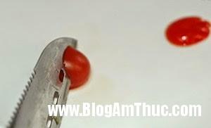 tia tho ca chua 3 Khéo tay tỉa cà chua bi thành những chú thỏ xinh xắn