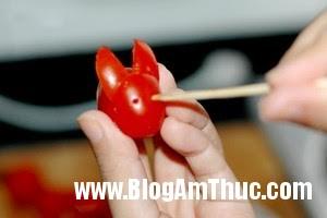 tia tho ca chua 5 Khéo tay tỉa cà chua bi thành những chú thỏ xinh xắn