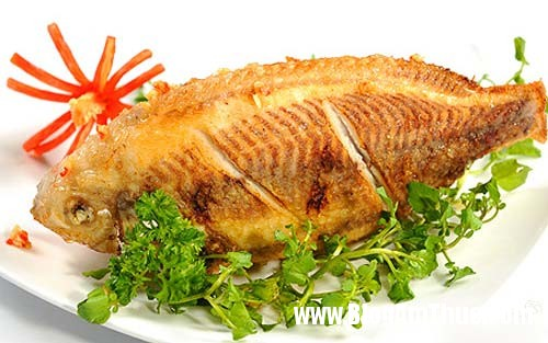 mẹo rán cá vàng giòn và không bị sát 1 Bí quyết để chế biến món cá rán giòn, vàng và không bị sát