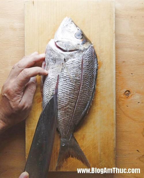 mẹo rán cá vàng giòn và không bị sát Bí quyết để chế biến món cá rán giòn, vàng và không bị sát