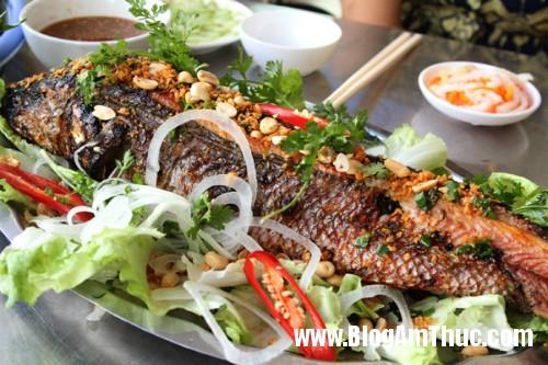 ca loc 1 3739 1394420469 7414 1401347575 Cá lóc nướng trui món ăn đặc trưng của miền sông nước Nam Bộ