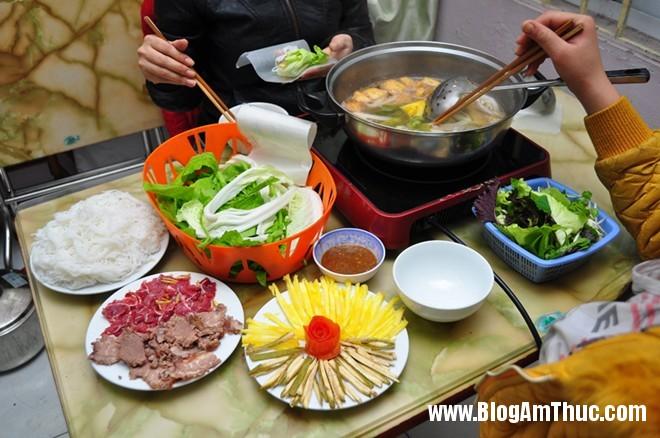img63044HCHEA 35ffd57bonhungdam Quán bò nhúng dấm bình yên trên phố Nguyễn Biểu