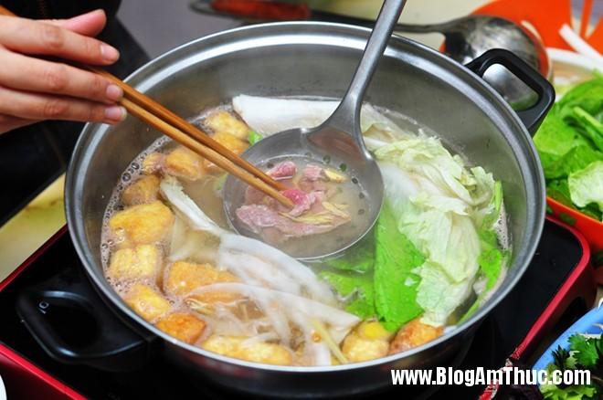 img63044JEIIL 1caef710bonhungdam Quán bò nhúng dấm bình yên trên phố Nguyễn Biểu