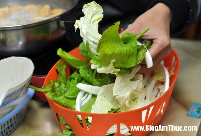 img63044UZMRE 9988c15bonhungdam Quán bò nhúng dấm bình yên trên phố Nguyễn Biểu
