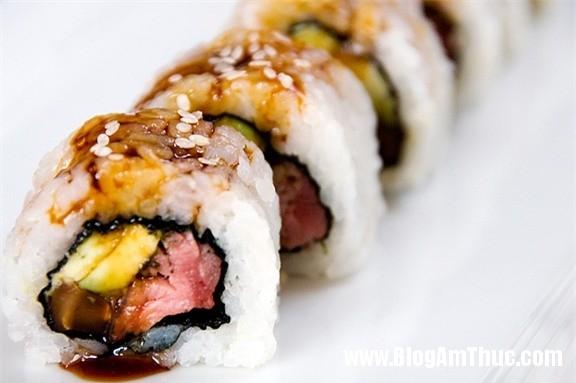 sushicuonthitbomoilathomngon de06a Thơm ngon món sushi cuộn thịt bò