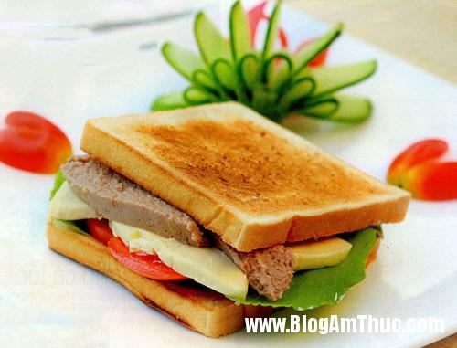 cach lam mon banh mi sandwich kep thit nguoi bap cai 1 Bánh mì kẹp phô mai thịt nguội cho bữa sáng đủ chất
