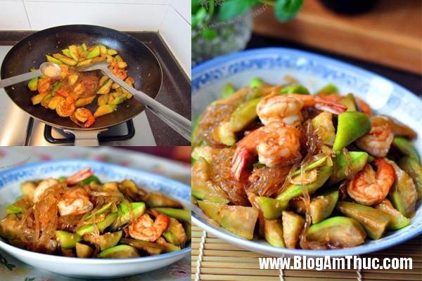 tom xao muop 5 102537643 Tôm xào mướp ngọt ngon cho bữa cơm gia đình