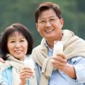 nguoi-cao-tuoi-co-nen-uong-sua-tuoi-khong11429256988