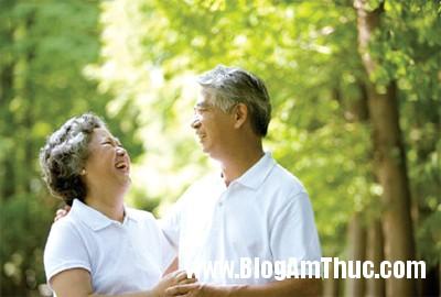 nguoi gia Cách để phòng ngừa bệnh trĩ cho người cao tuổi
