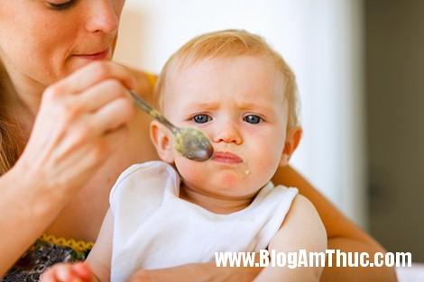 tre coi xuong ken an Những điều sai lầm trong ăn uống khiến bé dễ bị còi xương
