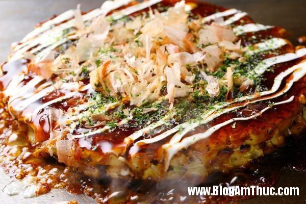 2 BHQ58912979 Những món ngon khó cưỡng lại của ẩm thực đường phố Nhật Bản