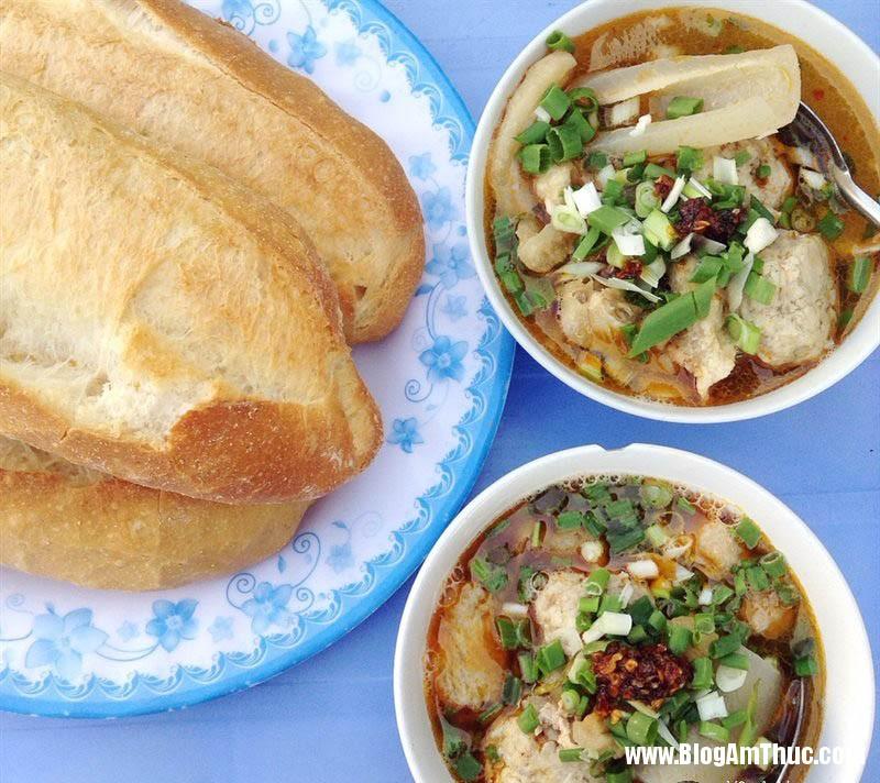 1495540352 14952439831139 banh mi xiu mai Những món ăn đốn đỗ tim thực khách ở phố núi Đà Lạt