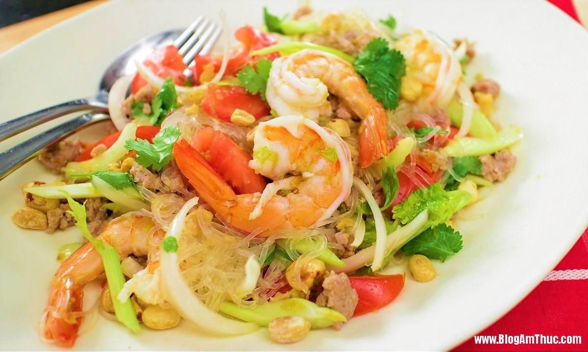 noodle sp2 1499450179842 0 0 719 1201 crop 1499450297580 Cách làm món miến trộn hải sản kiểu Thái chua ngọt ăn cực đã