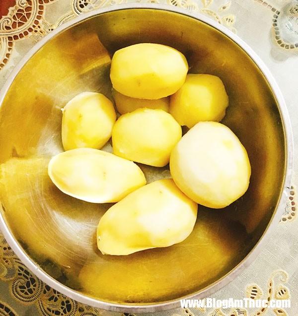 bim khoai tay1 Tự tay làm bim bim khoai tây đãi bé trong kỳ nghỉ hè