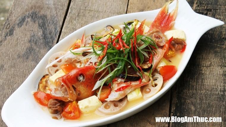 ca hap cu sen 2 Cá hấp củ sen thơm ngon bổ dưỡng tốt cho người già và trẻ em