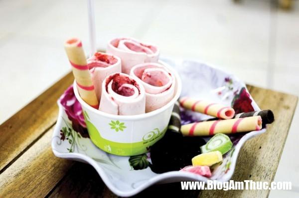 kem cuon thai lan 5 600x399 Cách làm kem cuộn thái xanh cực ngon và đơn giản ngay tại nhà