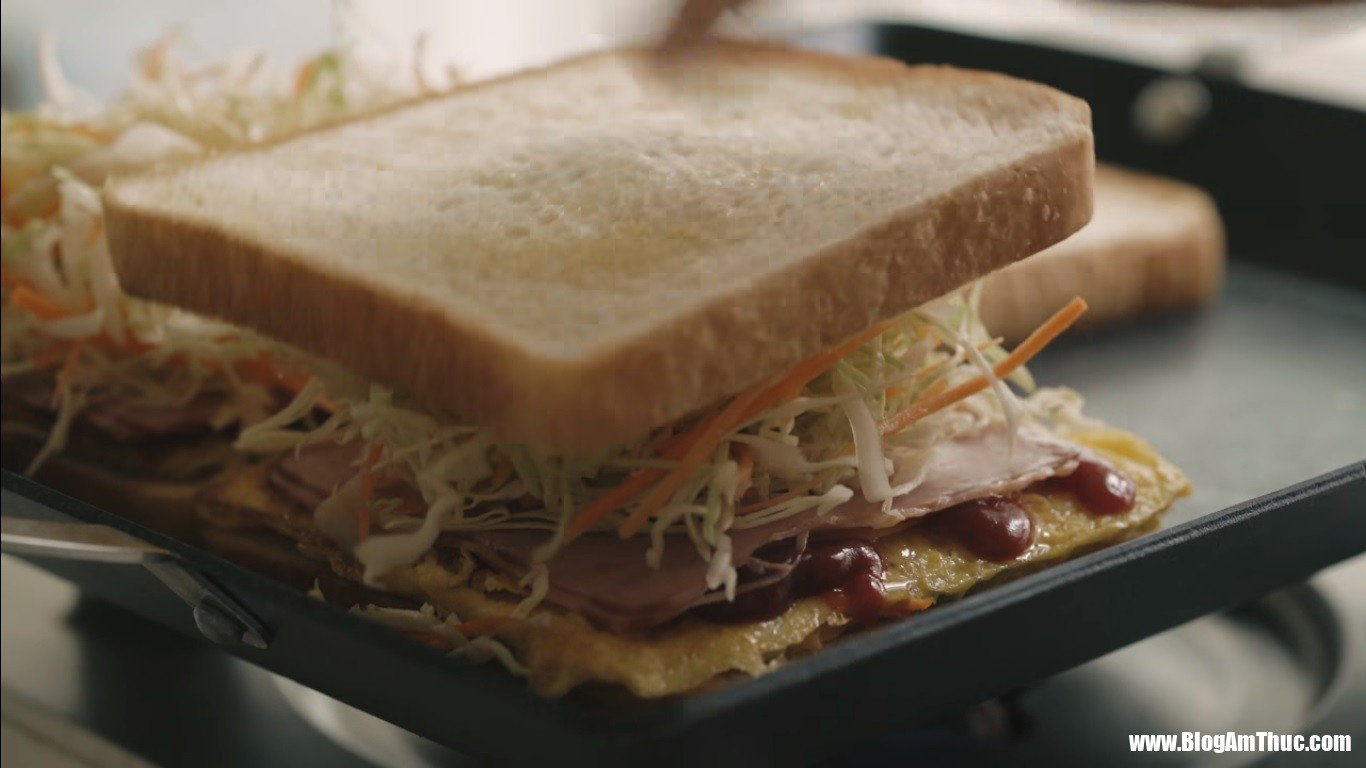 """sandwich 8 15329427784262120842412 Cách làm sandwich kiểu Hàn   món ăn đường phố """"hút"""" khách du lịch nước ngoài"""