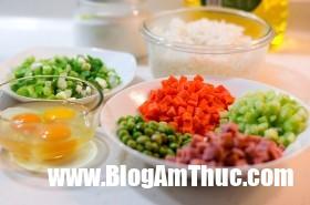 vegetables eggs and ham fried rice 1 ingredients 280x185 152999874480745046558 Tận dụng cơm nguội làm cơm chiên thập cẩm bắt mắt, thơm ngon