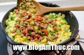 vegetables eggs and ham fried rice 6 procedure 280x185 1529998744818854734509 Tận dụng cơm nguội làm cơm chiên thập cẩm bắt mắt, thơm ngon