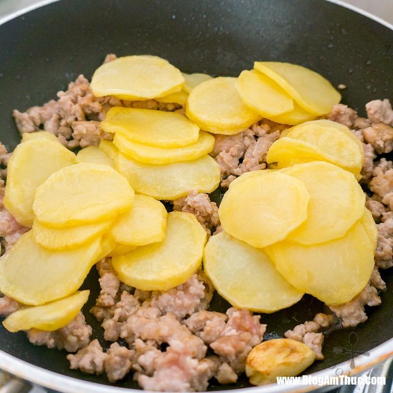 20357282610231c8b9be1c 1534867288967124382768 Công thức giúp khoai tây xào thịt tuyệt ngon
