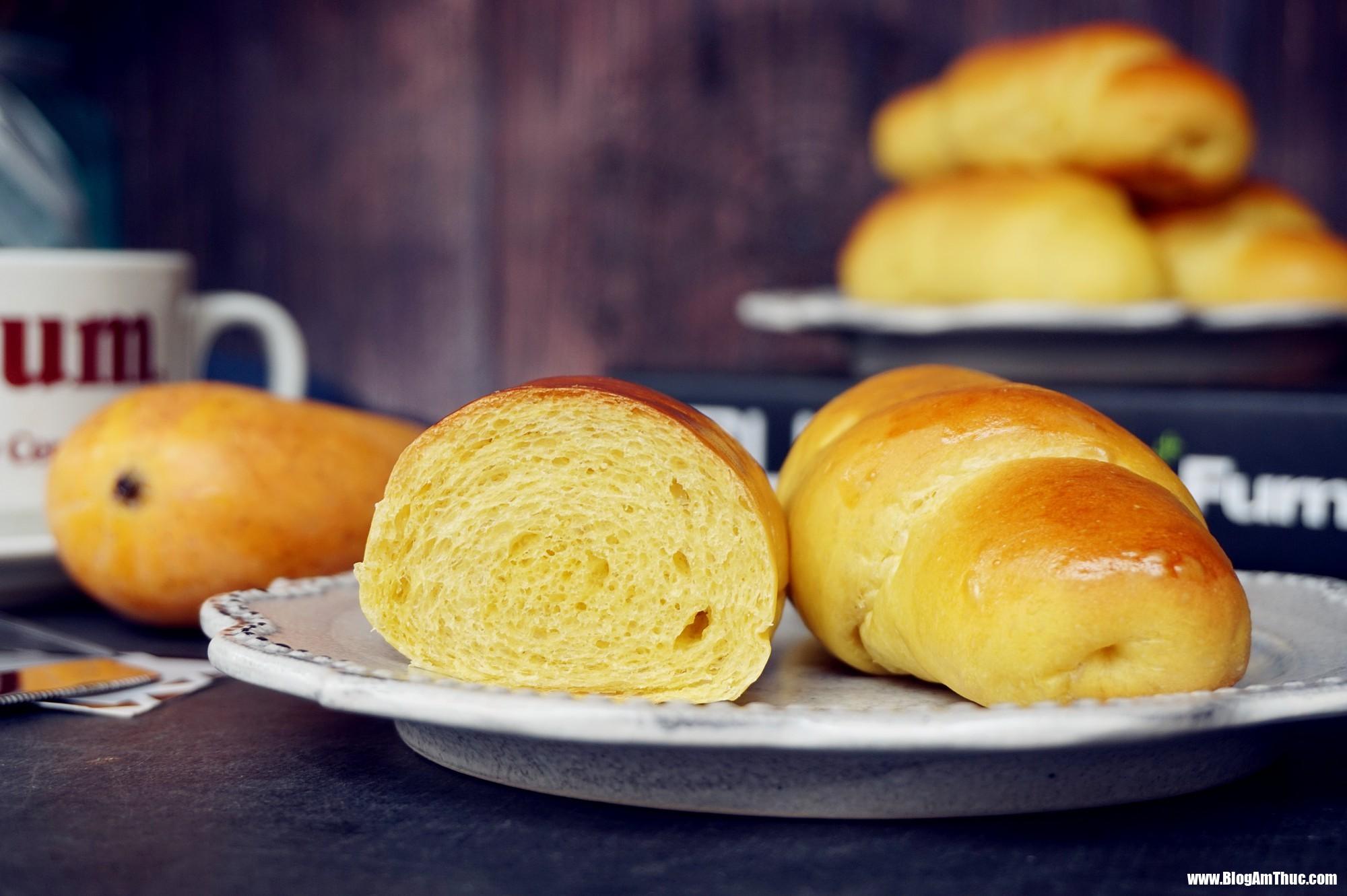 banh mi xoai 6 15338772535242116631832 Công thức làm bánh mì xoài mềm ngọt, thơm lừng, cả nhà thích mê