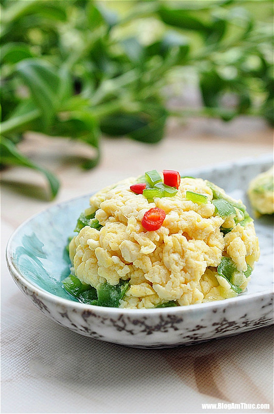 dau phu xao trung 6 15337005055111985237200 Bạn có ngay món mặn mới toanh cho bữa tối ngon miệng chỉ với hơn 10k