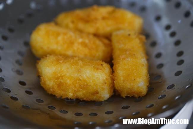 fried milk 9 15346373966769100115221 Công thức bánh sữa chiên vừa đơn giản vừa ngon này các bé sẽ mê tít