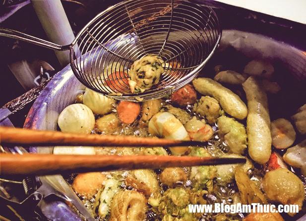 6 4 Món ăn vặt lí tưởng buổi chiều: Cá viên chiên nước mắm