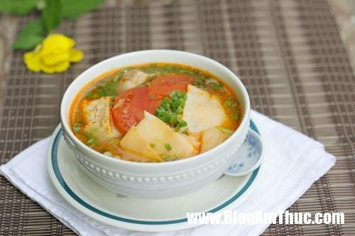 Canh suon non nau mang chua kich thich vi giac 1 1541321279 59 width500height333 Thử làm sườn non nấu măng chua xem có gì khác với canh chua?