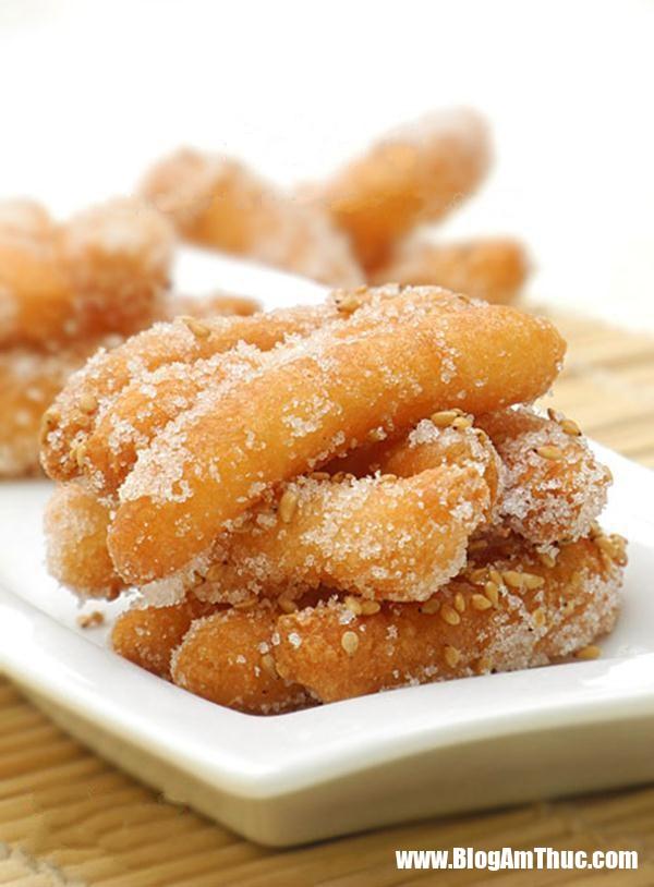 banh nep boc duong 6 15460197242501107270506 Chỉ với bột gạo nếp và đường đã có thể làm món bánh ăn vặt giòn tan