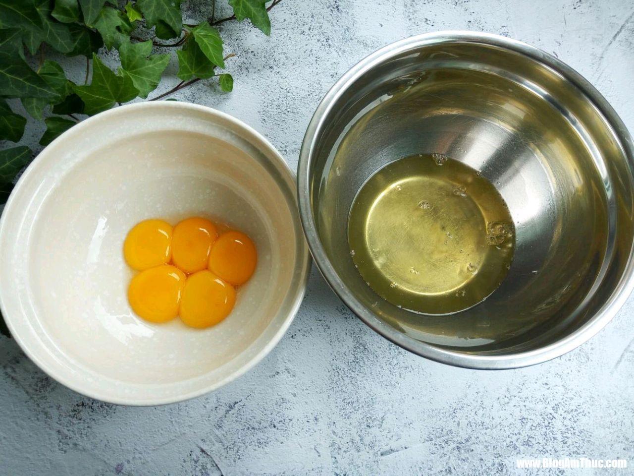 yuan5083f37999801b894a3c6edab2d2848a 15472942414631790101054 Bánh bông lan thơm và bùi khi nướng cùng hạt vừng