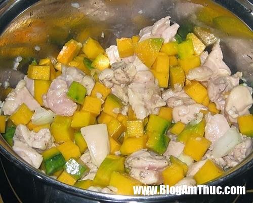 cach nau sup bi do 11 Cách nấu súp bí đỏ thịt gà ngon ngọt cho bé tăng cân