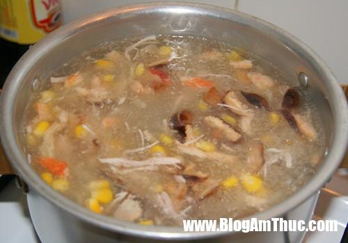 cach nau sup ga nam 3 Nấu súp gà nấm rơm cho bữa sáng đủ chất