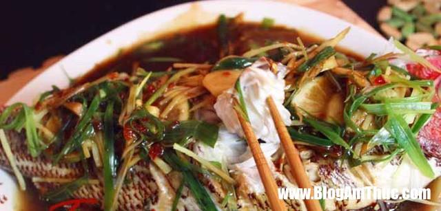 Cho gung va hanh vao mon ca luc nao de khu sach tanh va noi vi nhat 3 1553005959 152 width640height307 Món cá chưa bao giờ thơm ngon đến thế khi chế biến cùng gừng