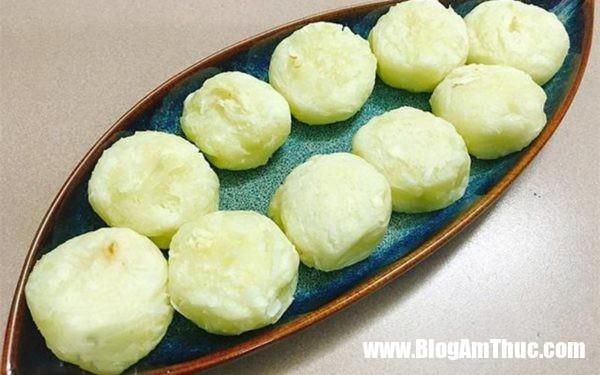 cach lam banh san dua nuong 05 600x375 Làm bánh sắn dừa nướng để thử độ khéo tay
