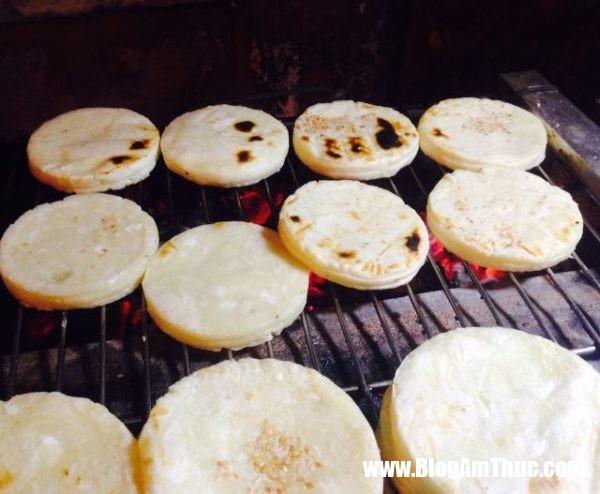 cach lam banh san dua nuong 06 600x494 Làm bánh sắn dừa nướng để thử độ khéo tay